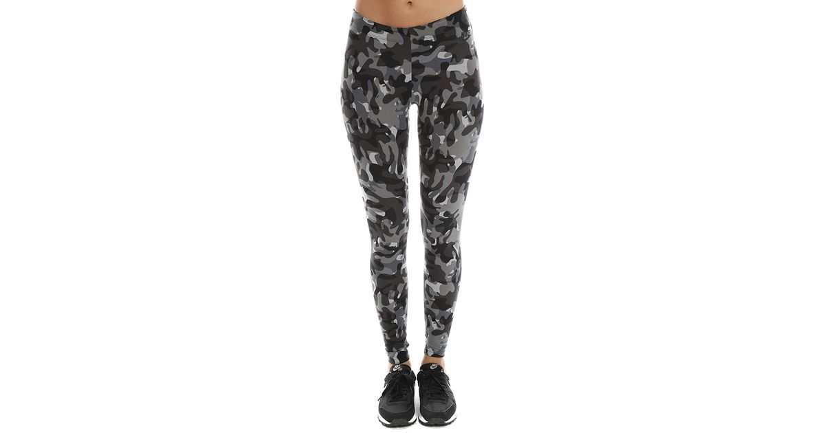 a455549bbfe82c Nike Camo Legging in Black - Lyst
