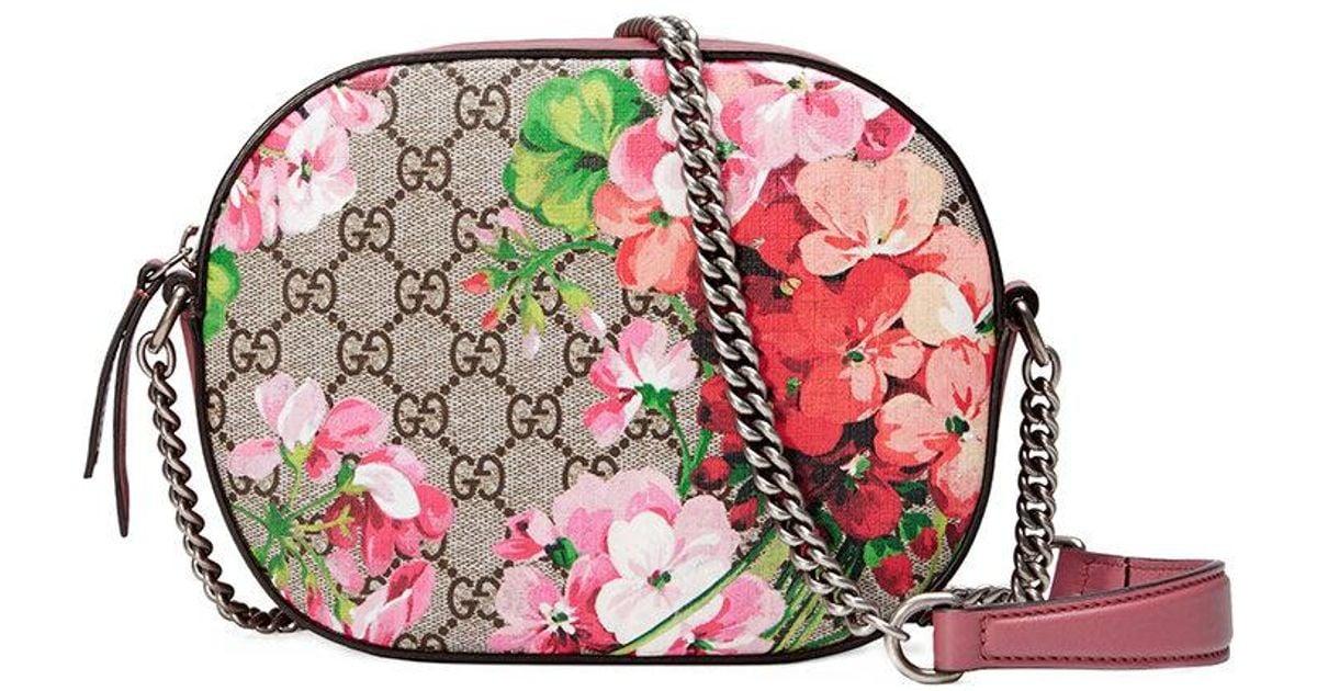 f73337195d7f52 Lyst - Gucci Blooms Gg Supreme Mini Chain Bag in Pink