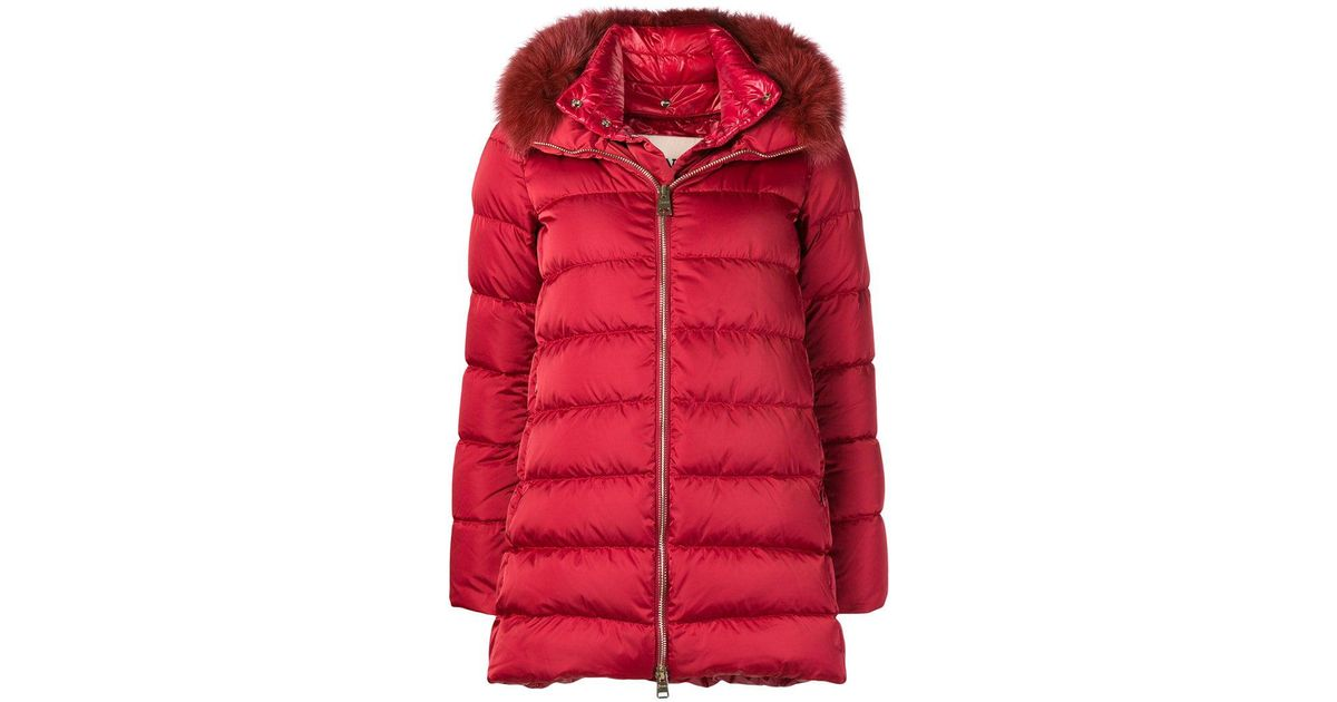 0bb5e2f85b8 Lyst - Abrigo acolchado con cuello con ribete de pelo Herno de color Rojo