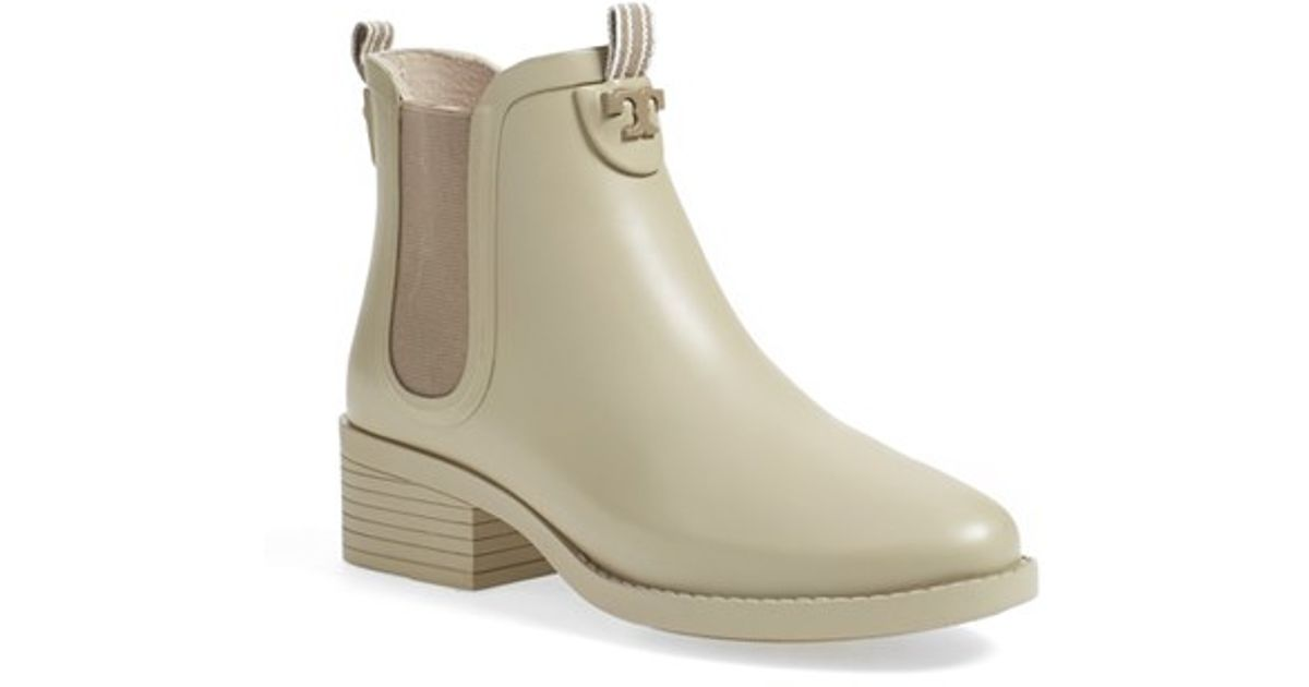 e6fee5eefa20 Lyst - Tory Burch Chelsea Rain Boots in Natural