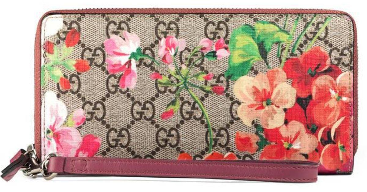 092f05c026567e Gucci Gg Blooms Wrist Wallet - Lyst