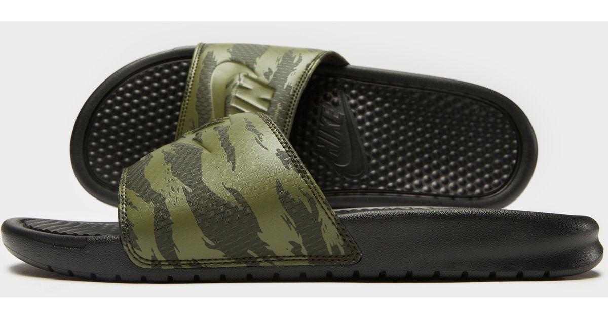 lento En respuesta a la romano  Nike Synthetic Benassi Slides in Green for Men - Lyst