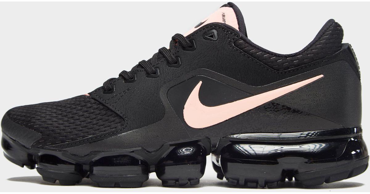 black and pink nike vapormax