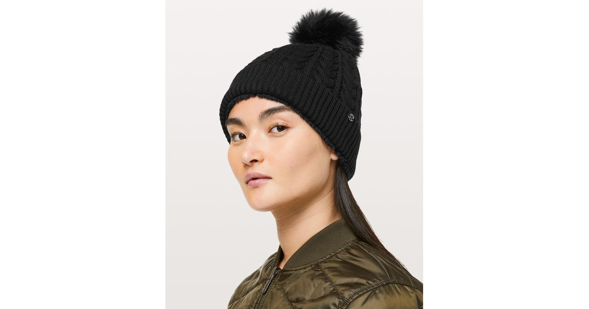 bbf15c5abc4 Lyst - lululemon athletica Show Me The Sherpa Beanie in Black