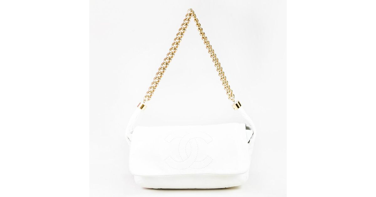 c301c95a6340 Chanel White Leather 'cc' Stitched Gold Tone Chain Link Shoulder Bag in  White - Lyst