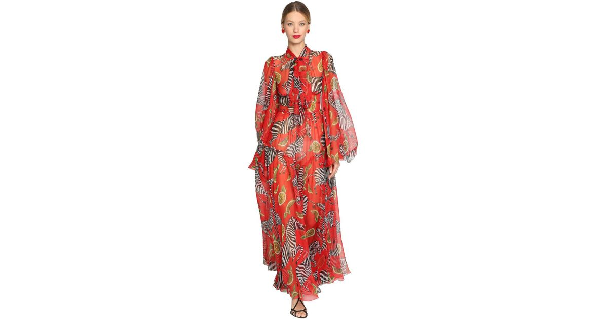 122ac28a5 Vestido Largo De Chifón De Seda Estampado Cebras Dolce   Gabbana de color  Rojo - Lyst