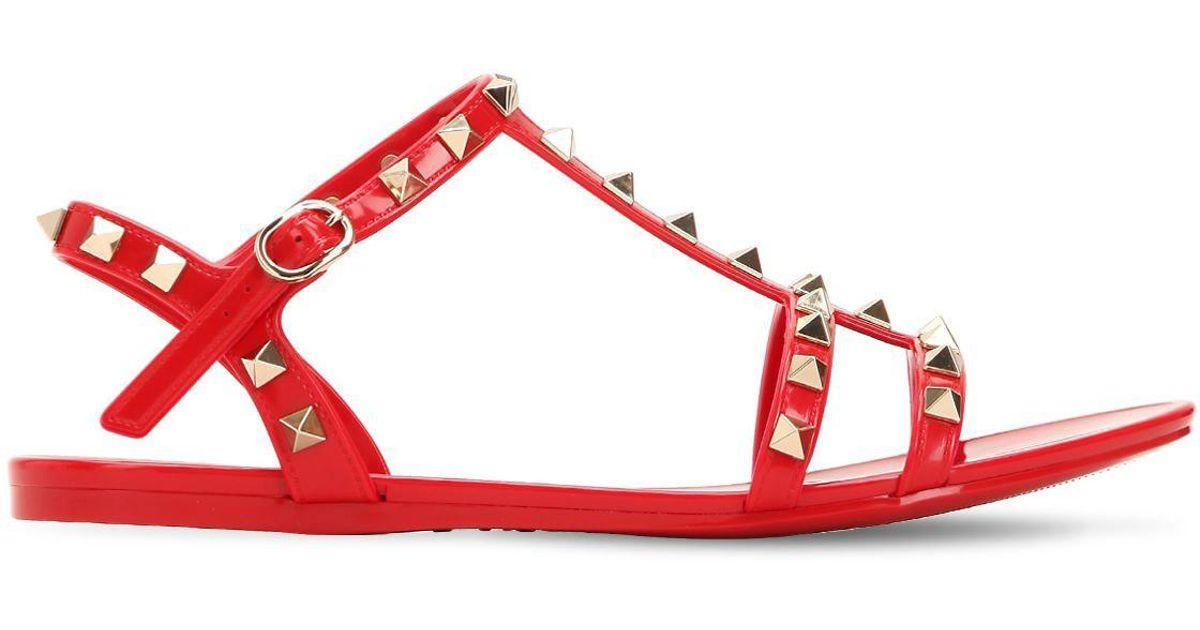 fe388acefeb Lyst - Sandales En Caoutchouc Rockstud Garavani Valentino en coloris Rouge