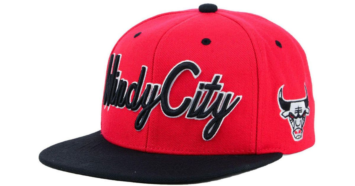 f800814ff9051 Lyst - Mitchell   Ness Chicago Bulls Town Snapback Cap in Red for Men