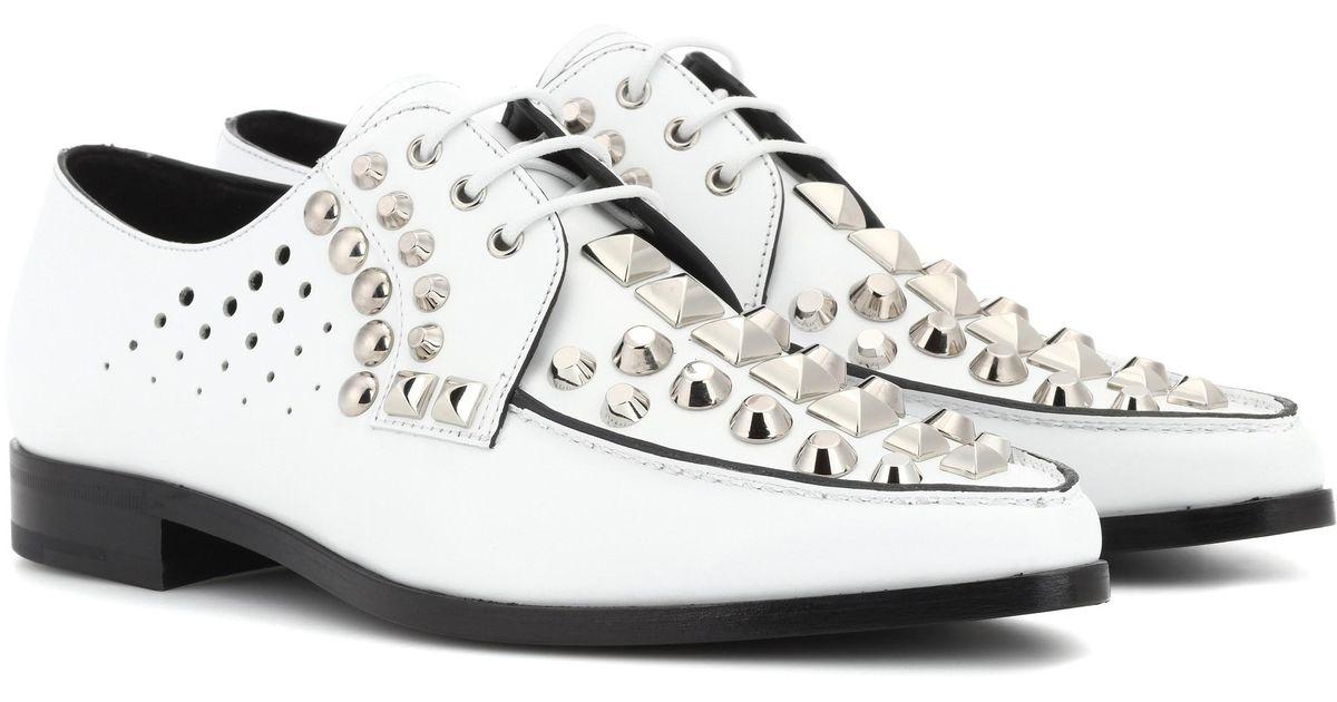 à derby en clous Prada Chaussures Lyst Blanc cuir 7CpqWw