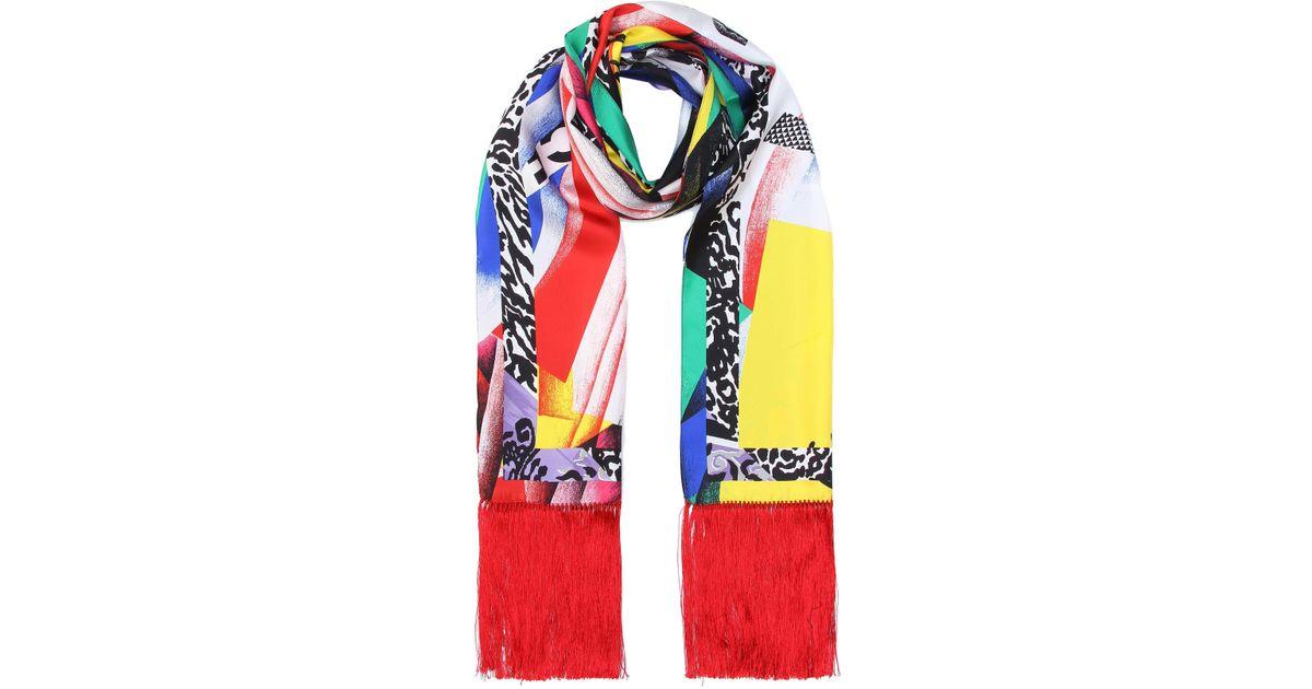 Lyst - Exclusivité Mytheresa - Foulard en soie imprimée à franges Versace  en coloris Rouge 4a5d750ae47