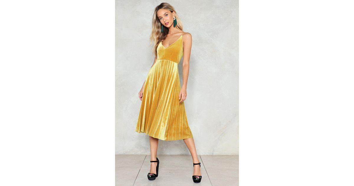 030a7d0d9d1e7 Nasty Gal Pleated Velvet Midi Dress Pleated Velvet Midi Dress in Yellow -  Lyst