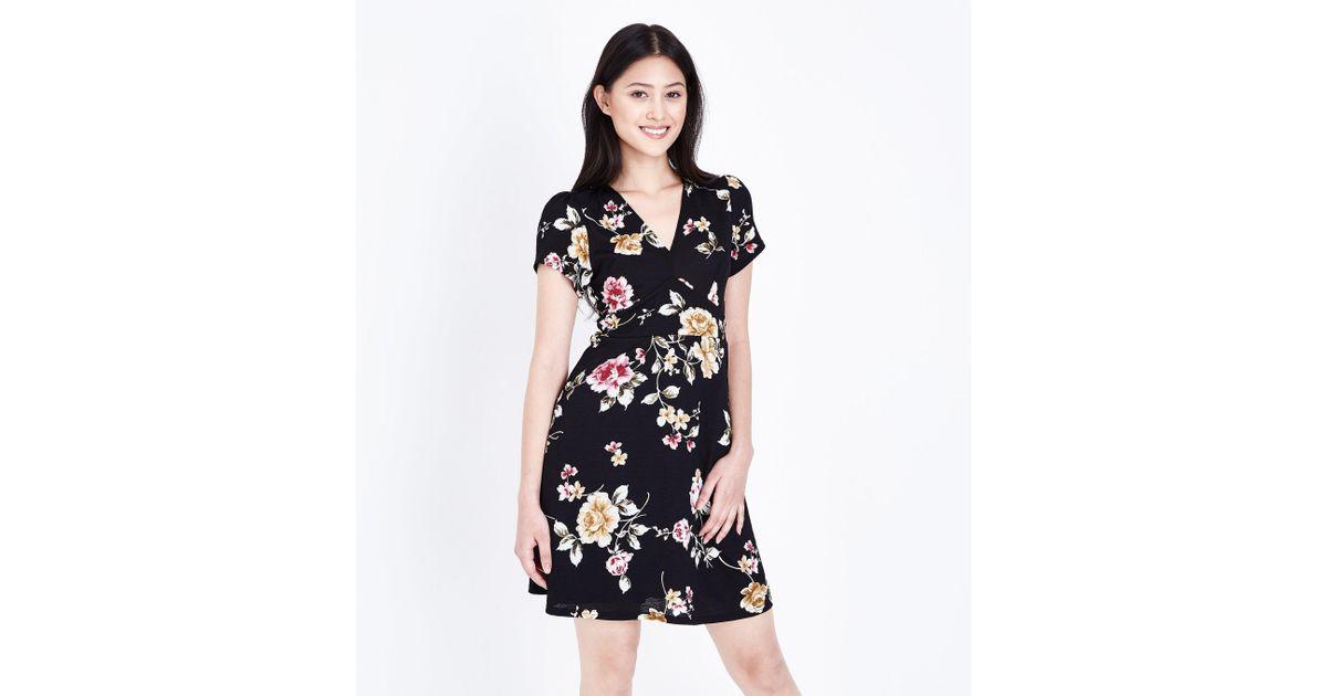 eba572c28e New Look Petite Black Floral Wrap Skater Dress in Black - Lyst