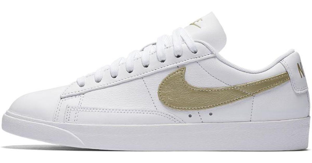 d24614d1da Nike White Blazer Low Le Women's Shoe