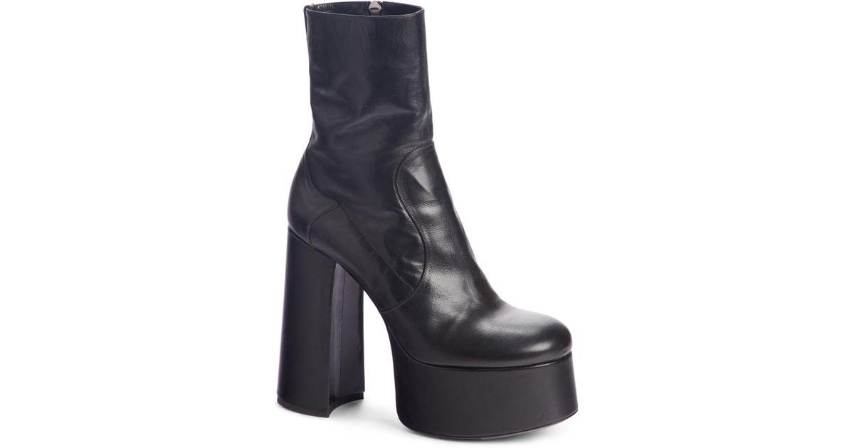 9913ff996c0 Lyst - Saint Laurent Billy Booties in Black