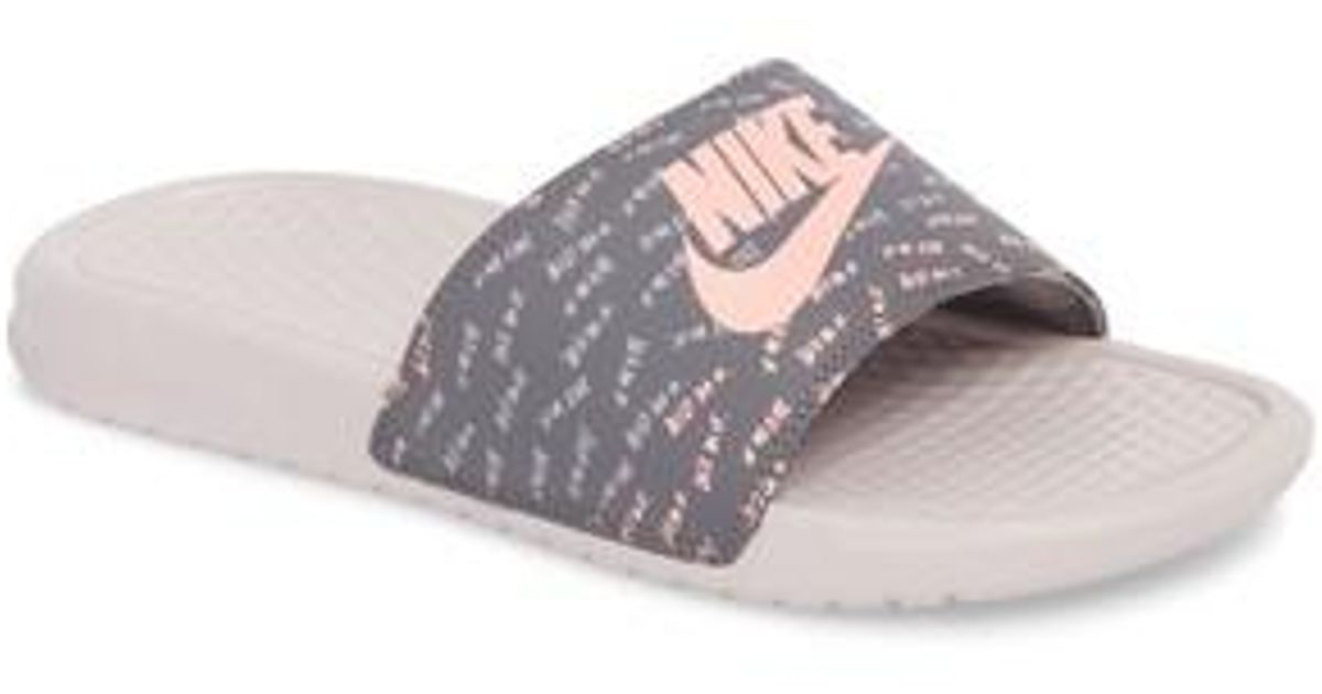 official photos 27345 602c2 Lyst - Nike  benassi - Just Do It  Print Sandal in Pink