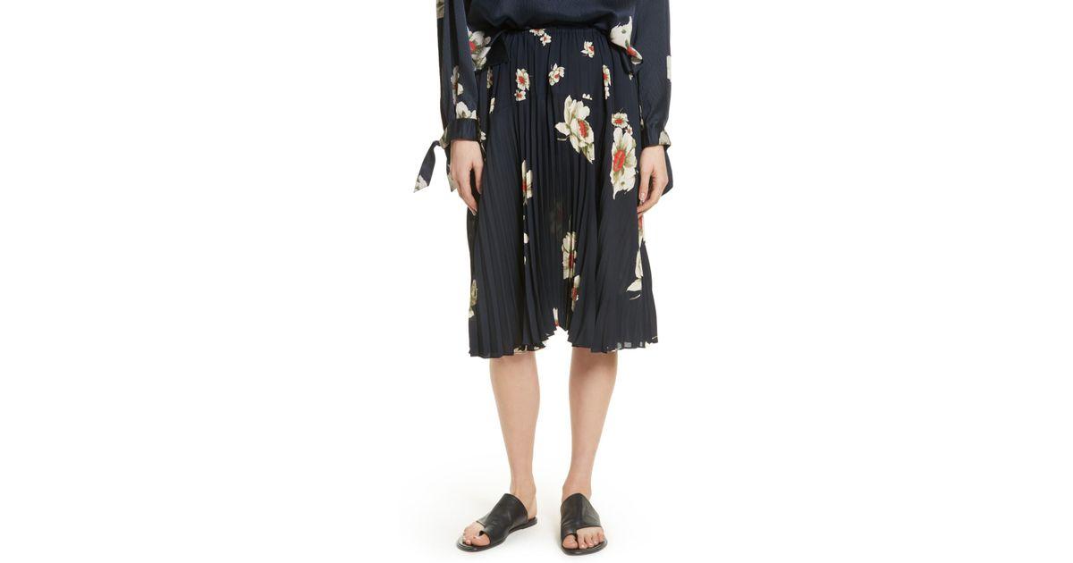 24095eefd Vince Gardenia Floral Pleated Skirt in Black - Lyst