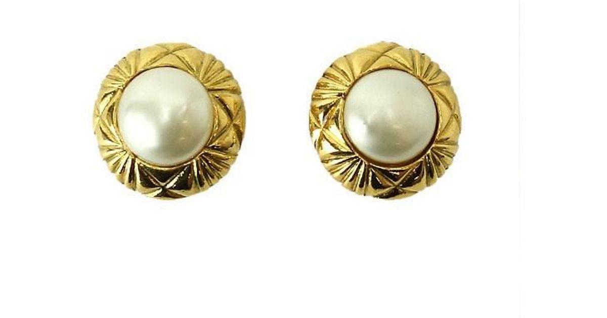 Lyst Chanel Round Fake Pearl Earrings Vintage Gold Accessory 70144911 In Metallic