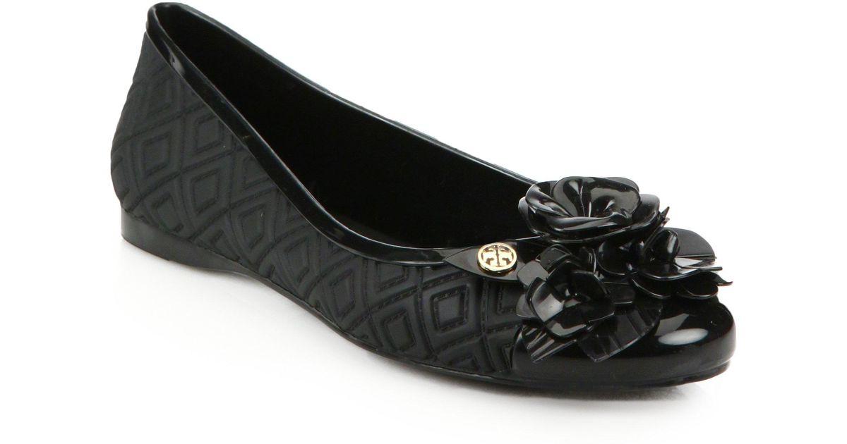 4fb53b5ab3f5c Lyst - Tory Burch Blossom Jelly Ballet Flats in Black