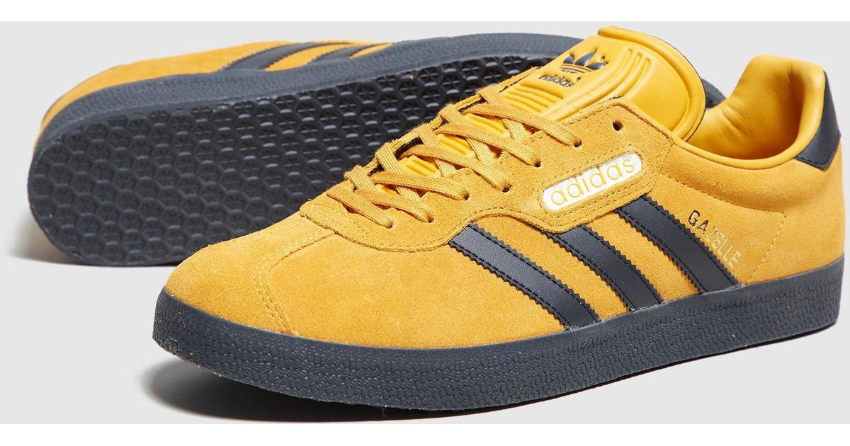 black and yellow adidas trainers