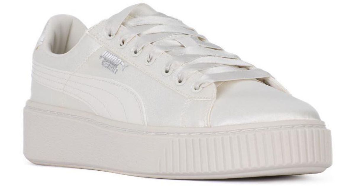 new style 3bf81 8b40b PUMA Basket Platform Tween Jr Women's Shoes (trainers) In White