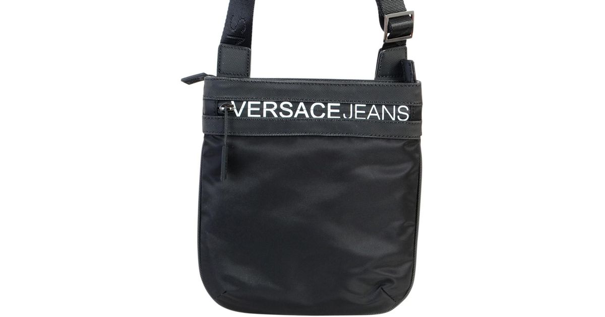 bb980cd637 Sacoche Linea Macrologo Dis 5 hommes Sacoche en Noir Versace Jeans pour  homme en coloris Noir - Lyst