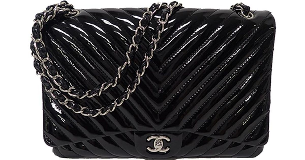 b10323d2f95bee Chanel Quilted Chevron Patent Leather Maxi Classic Flap Bag in Black - Lyst