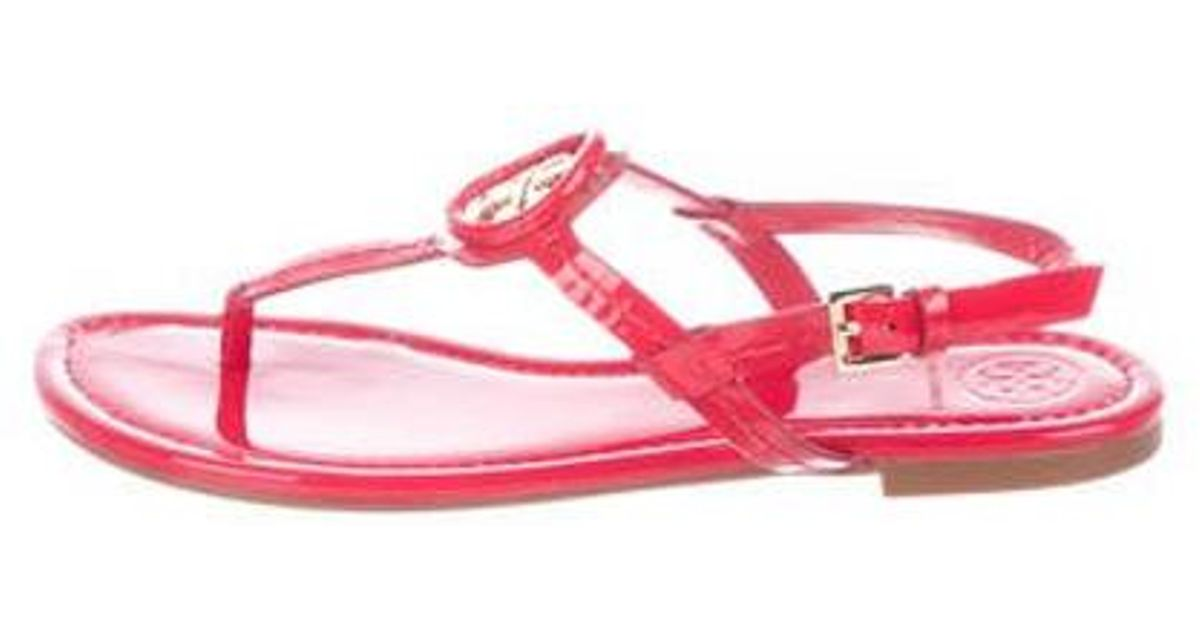45145a4f8b0fa4 Lyst - Tory Burch Patent Leather Thong Sandals Red in Metallic