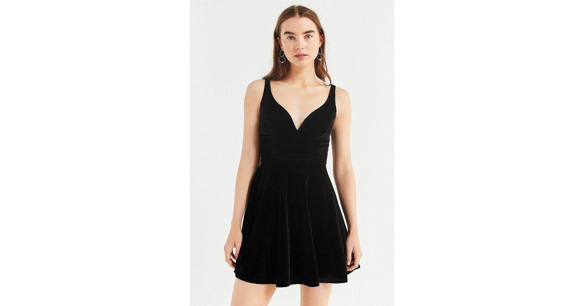 24b015c28b9 Urban Outfitters Black Uo Heart Of The Ocean Sweetheart Velvet Mini Dress