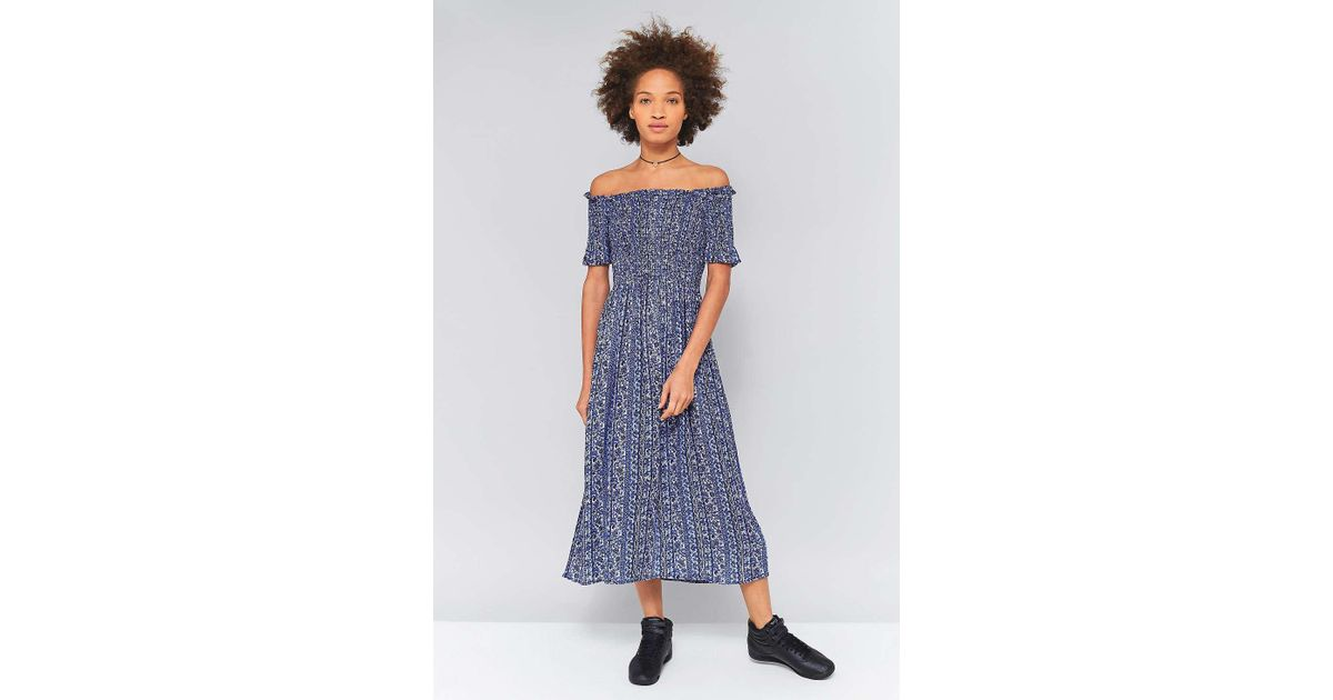 3684565dd9d4 Kimchi Blue Picnic Blue Floral Smocked Off-the-shoulder Midi Dress - Womens  S in Blue - Lyst