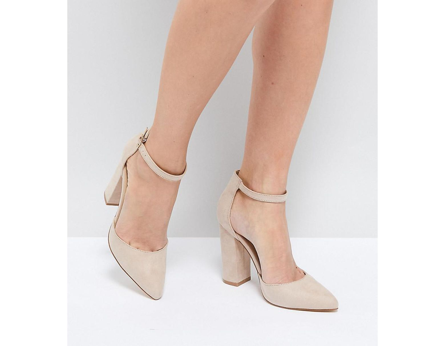 aaa4f55029dd9 Truffle Collection Pointed Block Heels in Natural - Lyst