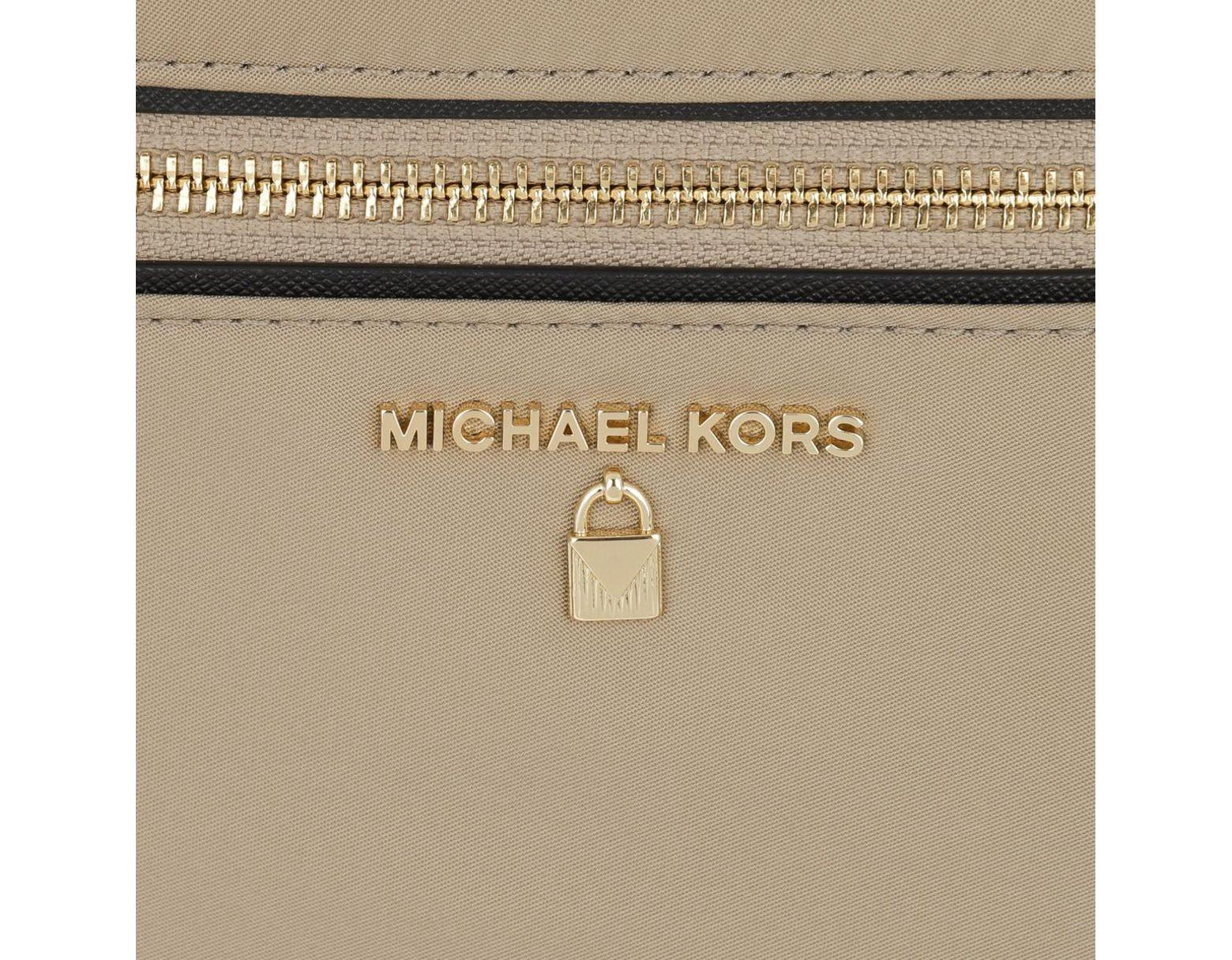 c9e916c53afc Michael Kors Handbags in Natural - Save 33% - Lyst