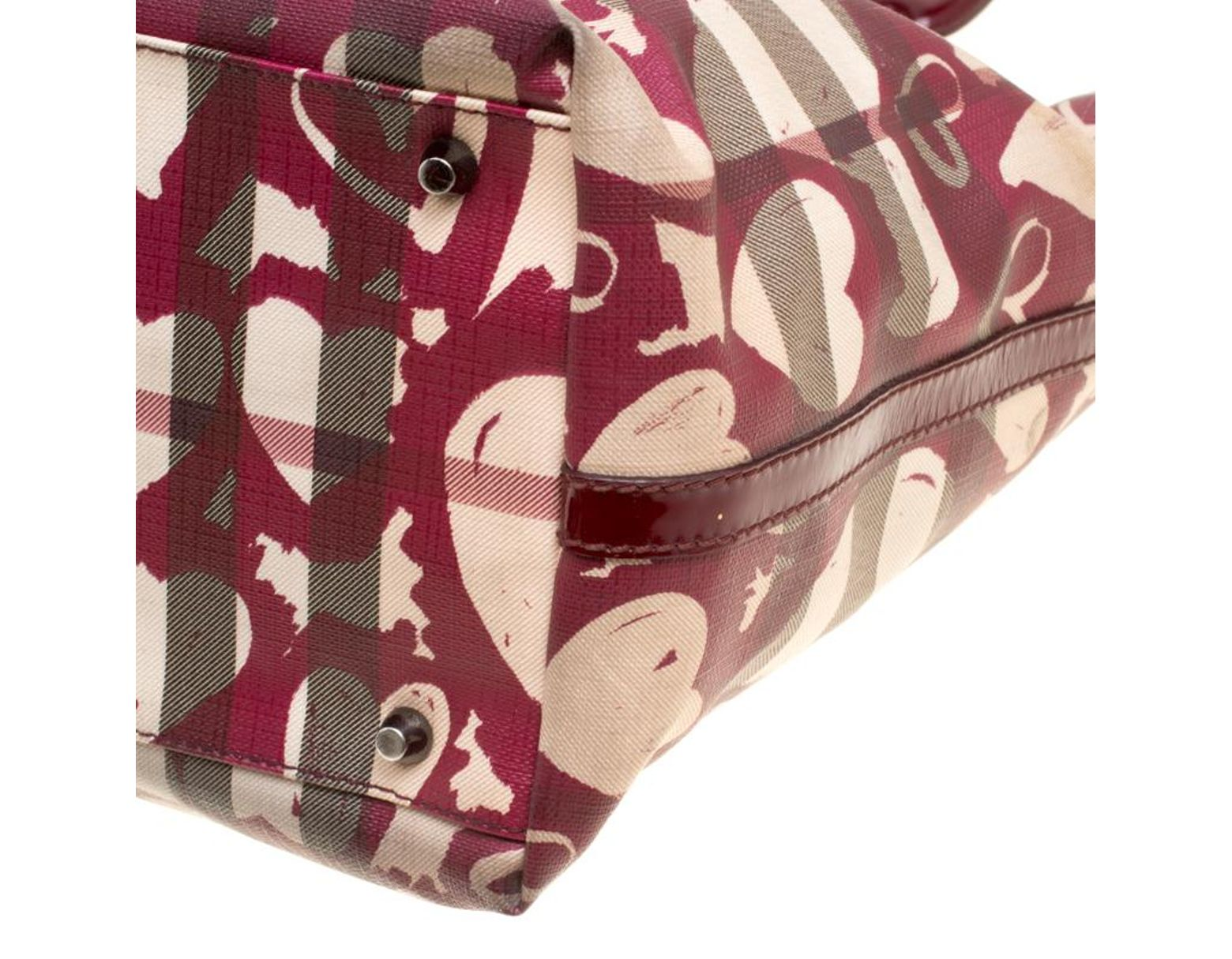 1a2608c5ba1b Lyst - Burberry Burgundy Supernova Heart Check Coated Canvas And Patent  Leather Large Tote