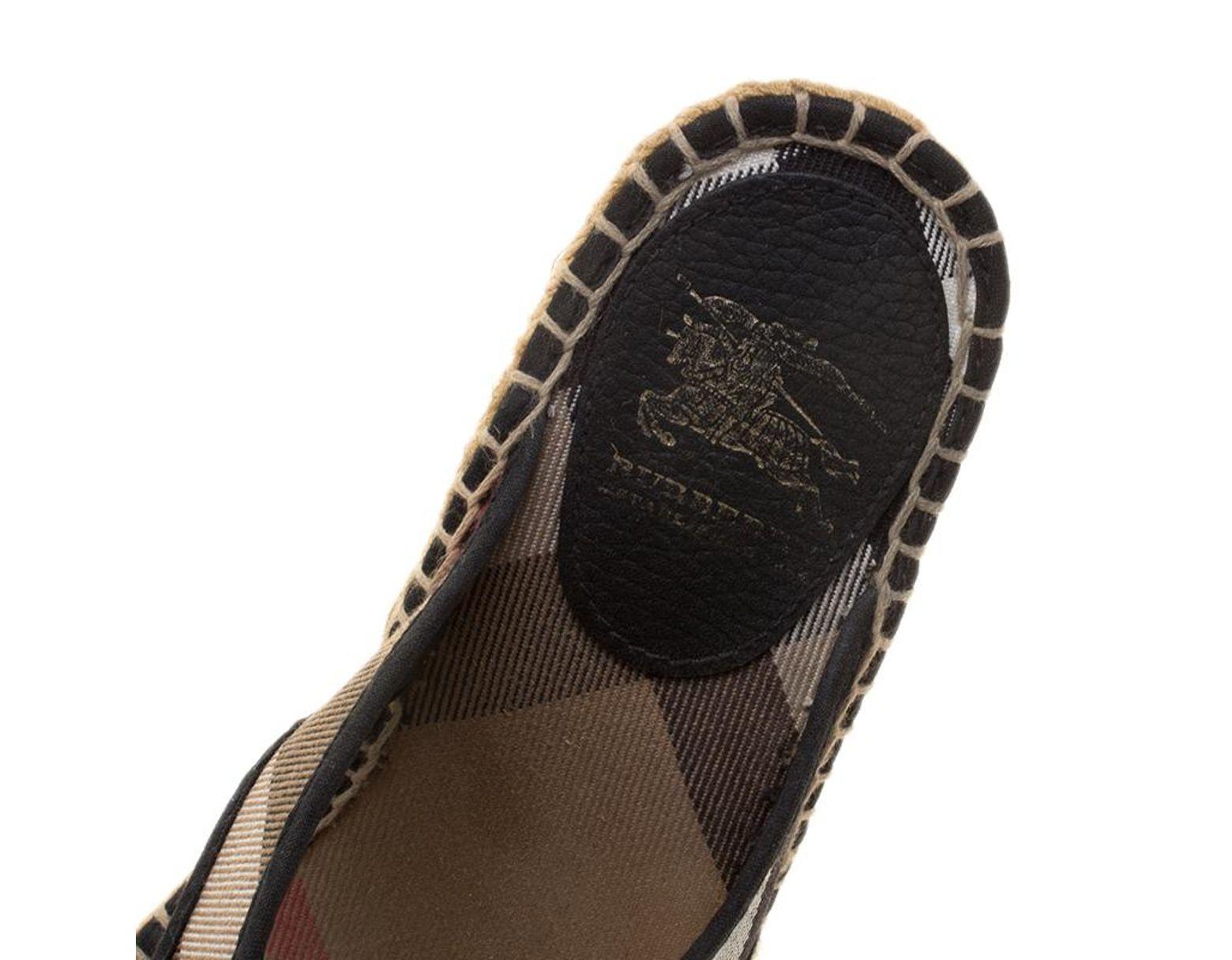 13d759af6 Burberry Black Novacheck Canvas Espadrille Thong Wedge Sandals Size 35 in  Black - Lyst