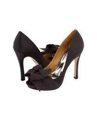 Badgley Mischka | Gray Smoke Satin Keeper Bow Detail Platform Pumps | Lyst