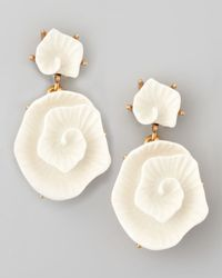 Oscar de la Renta - White Resin Flower Earrings - Lyst