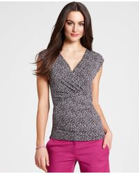 Ann Taylor - Gray Ditsy Print Ruched Cap Sleeve Top - Lyst
