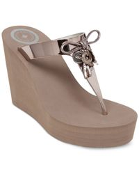 BCBGeneration | Metallic Hank Platform Wedge Thong Sandals | Lyst