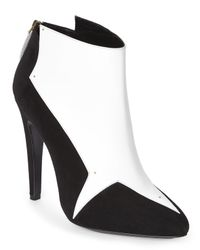 Aperlai - Black & White Simple V Ankle Booties - Lyst