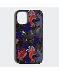 Cover Allover Print CNY iPhone 12 / 12 Pro di Adidas in Black