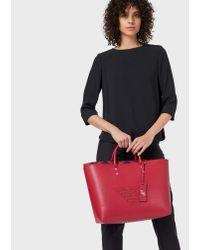 Shopper in pelle rigenerata con maxi logo traforato di Emporio Armani in Red