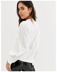 Top bianco con maniche a campana di River Island in White