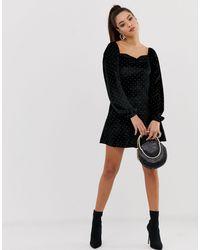 Robe courte cloutée en velours à encolure en cœur ASOS en coloris Black