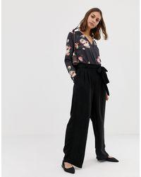 Pieces Black – Kizzy – Hose mit weitem Bein und Bindegürtel