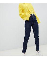 Mom jeans blu lavaggio scuro con cuciture a contrasto di Noisy May in Blue