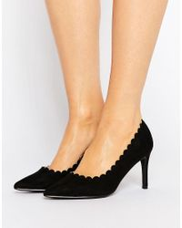 London Rebel Black Scallop Detail Court Shoe