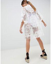 Kimono en dentelle Lipsy en coloris White