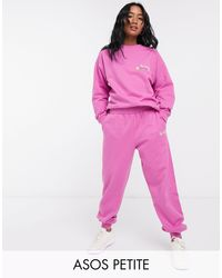 Chándal extragrande con sudadera con diseño lavado y eslogan bordado y joggers extragrandes en rosa de ASOS DESIGN Petite ASOS de color Pink