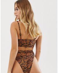 Slip bikini sgambati stampa serpente - di Missguided in Brown
