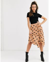 Gonna midi cammello a pois con volant di Missguided in Natural