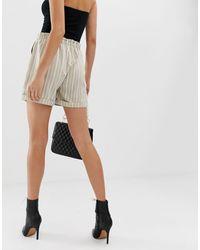 NA-KD Natural – Gestreifte Shorts mit hohem Bund